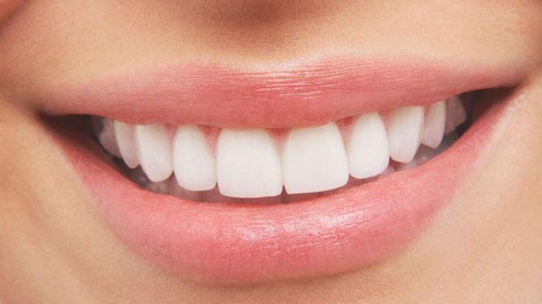 Αισθητική οδοντιατρική για ένα λαμπερό χαμόγελο